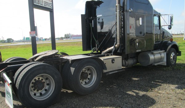 2014 KENWORTH T800 BLACK